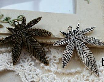 38 x 39 mm Antique Bronze / Tibetan Silver Maple Charm Pendants (.as)