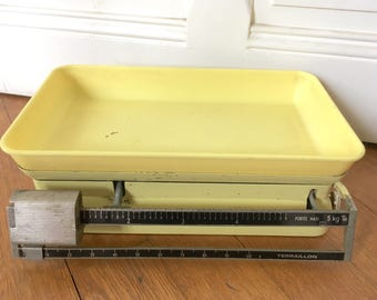 Yellow kitchen scales. Vintage French Terraillon 5 kg light yellow weighing baby scale