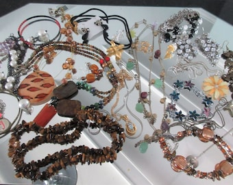 Mixed Lot (jlot14) ~ WEARABLE COSTUME JEWELRY ~ Mixed Metals / Stones