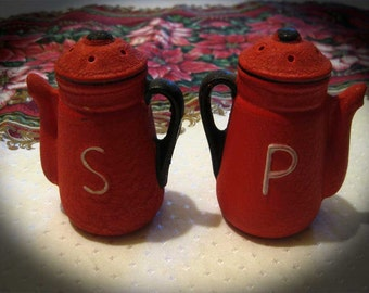 Vintage Red Teapot Salt Pepper Shaker-Rugged-Country