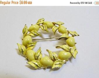 On Sale Vintage Yellow Enameled Circle Leaf Pin Item K # 2392