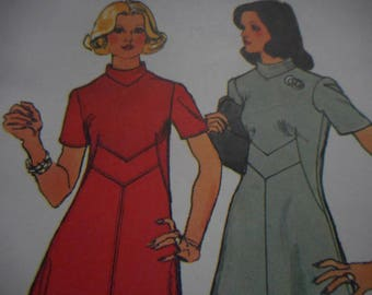 Vintage 1970's Simplicity 5732 Dress Sewing Pattern, Size 12 Bust 34