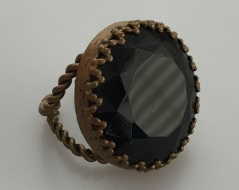 1930s Vintage TWISTED Brass RING Brass and Glass Faceted Stone Black Glass West Germany Large Round Stone CZECH Glass Gothic