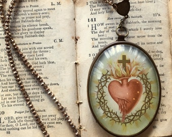 Vintage Unusual Sacred Heart Ex Voto Domed Glass Pendant Necklace