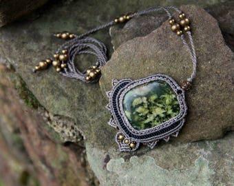 macrame pendant  with serpentine