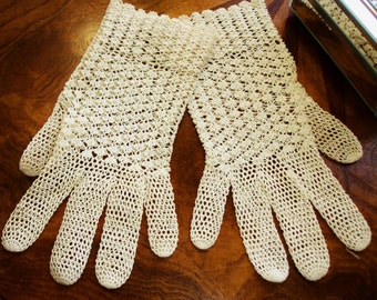Edwardian Ladies Crocheted Gloves, Ivory Ladies Gloves, Ivory Gloves, Wedding Gloves, 1920s Gloves, Formal Gloves, Victorian, Edwardian