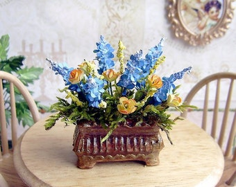 Flowers in a pot. Miniature flowers. Realistic plant for your Dollhouse. 1:12 Scale.