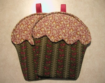 Hot Cakes! Cupcake Oven Mitts (2) Handmade By Me... So Cute.