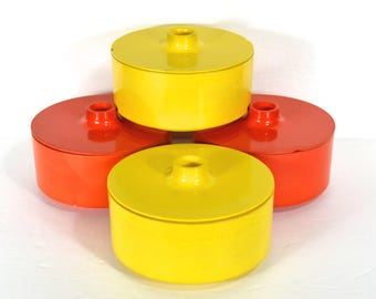 Heller Covered Chili Bowls, 2 Yellow & 2 Red-Orange Soup Bowls w Covers, Hellerware Stacking Melamine Cereal Bowls w Lids, Massimo Vignelli