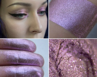 Eyeshadow: Winter Roses Spirit - Fairy. Dusty pink shimmering eyeshadow by SIGIL inspired.