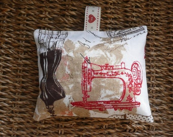 Sewer's Lavender Bag , Scented Pincushion, Organic Lavender Sachet, Gift for Dressmaker, French Vintage Style, Scented Gift, Gift for Her
