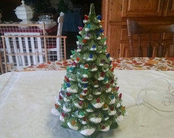 """holland mold co. 18 1/2"""" green with snow edges colored buldb electric christmas tree"""