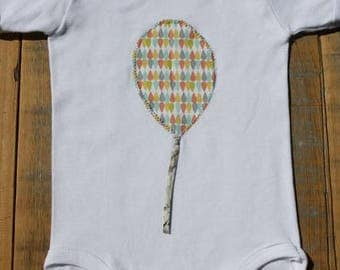 Baby bodysuit with balloon applique,short sleeves