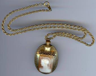 ANTIQUE Victorian shell ROMAN SOLDIER cameo pendant necklace*