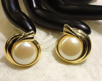 Vintage Faux Mabe Pearl Earrings (Pierced)