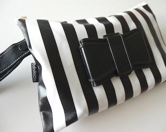 Wipe case/ Nappy wallet- Bow on stripe