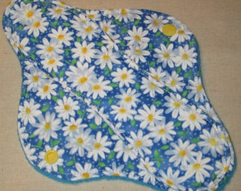 9 in. Spring Daisy Light/ Moderate Cloth Pad