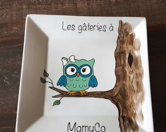The hand-painted plate owl, porcelain, gift, decoration, adult,