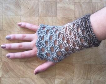 Crochet wrist warmer mittens