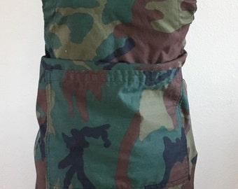 Reversible Camo BBW/Kitchen Apron Both sides include a center pocket
