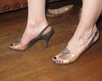 Sling back, peep toe  50's heels