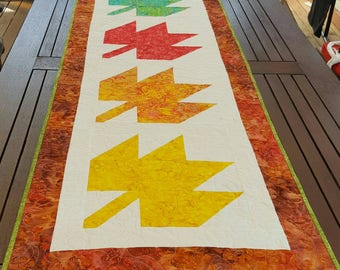 Quilted table runner with Autumn leaves