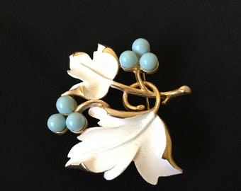"""Vintage Sarah Coventry White Enamel Leaves and Blue Berries Brooch Pin 2"""" x 2.25"""""""