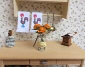Glass Bottle with Roses - Bote de cristal con flores. 1:12 scale Dollhouse Miniature