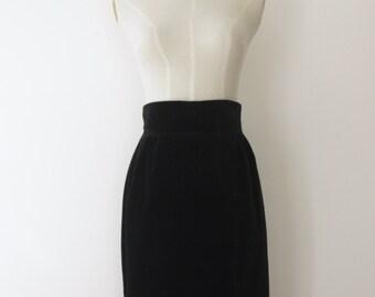 90s Black velvet skirt. High waist 90s skirt. 90s Black minimalist skirt. Black wiggle skirt. Velvet goth skirt. Simple black skirt. Size S