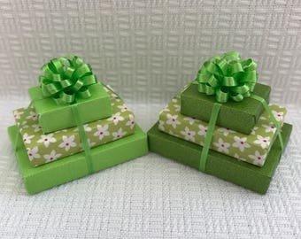 Tripple Stacked Gifts in Green