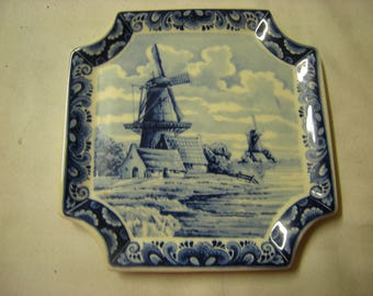 vtge Delfts plaque-Holland-wall hanging-wall display-traditional scenery-windmills-cottage chic-