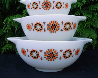 Vintage Pyrex Toledo mixing bowls set of 3
