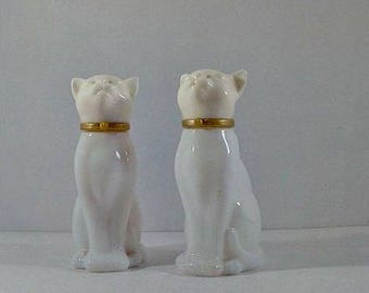 Avon Cat Decanter, Vintage 1980s Avon Milk Glass White Cat Perfume Cologne Bottle, Decanter