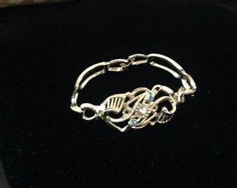 "Beautiful vintage gold toned irridescent gemstone  bracelet!  8"""