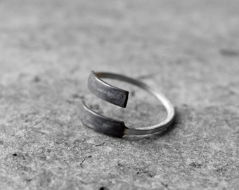 wrap around ring, swirl ring, spiral ring, minimalist ring, everyday ring, simple geometric ring, oxidized black ring, contemporary jewelry