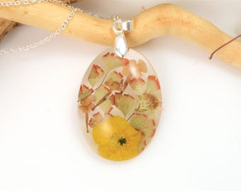 Real Flower Necklace, Pressed Flower Jewelry, Botanical pendant, Resin Jewelry, Flower resin necklace, Nature jewelry, Yellow flower charm