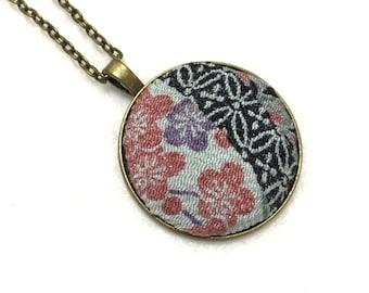 Japanese silk kimono fabric necklace, fabric pendant, Japanese pendant, white floral Necklace, Japanese covered button pendant,