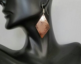 Hammered copper diamond shaped earrings
