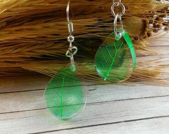 Green wedding earrings Chandelier earrings Bridal earrings Nature jewelry Bridal jewelry Rain drop earrings Green leaf jewelry Leaf charm