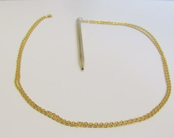 Pencil Necklace - Joan from Mad Men has the same!!