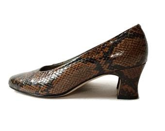 sALe 30% off Snakeskin Leather Heel Pumps by Ross Hommerson Size 7