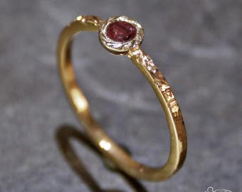 Yellow gold ring with ruby