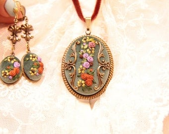 Set with silk ribbon embroidery
