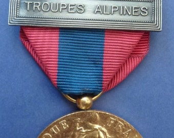 Original French National Defence Medal - 2 Bars. (Alpine Troops & Missions of Assistance)