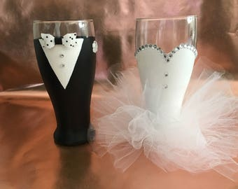 Bride and Groom Wine Beer Glasses, Hand Painted Bridal Glasses, Wedding Party Beer Glasses, Bachelorette Party Glasses