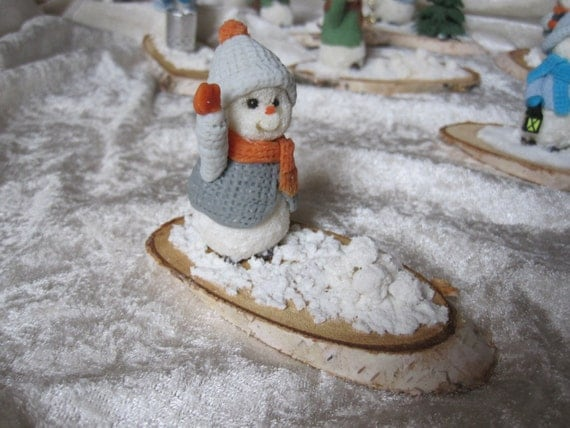 Snowman, snowball fight! Porcelain cold saeljana. Natural Birch washer. Christmas, end of year holidays, winter holiday.