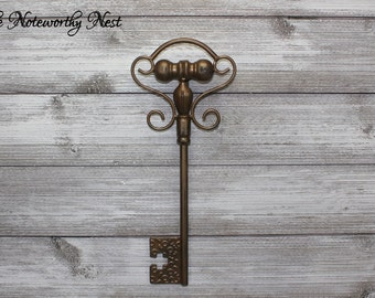 ANY COLOR Skeleton key wall decor / Key wall hanging / Gallery Wall Key / skeleton key / antique gold decor // Large Skeleton Key Wall Decor