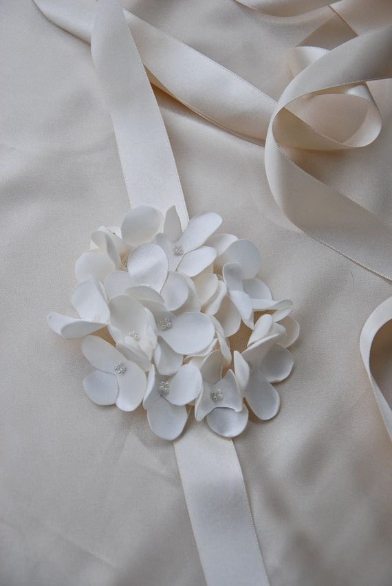 Ivory hydrangea bridal belt;ivory floral bridal belt;ivory bridal sash