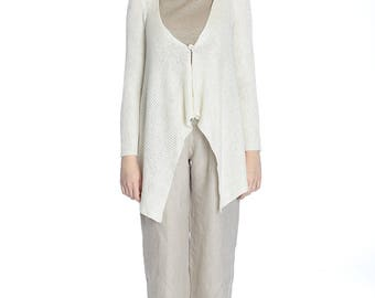 Casual asymmetrical off-white linen sweater, S size.