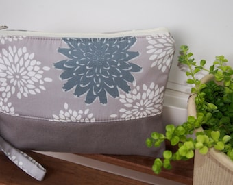 Hand bag/grey clutch/large Cosmetic Bag-Hand Clutch/wristlet wallet/iPhone wallet/Cellphone Wristlet, Padded Zipper Pouch
